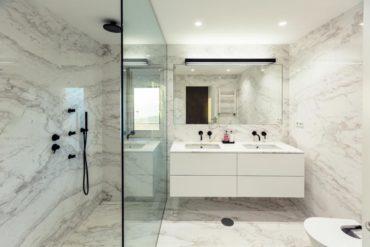En aseos pequeños utiliza muebles de baño de fondo reducido