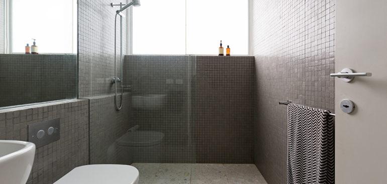 ¿Por qué las mamparas de ducha fijas son mejores que las correderas?